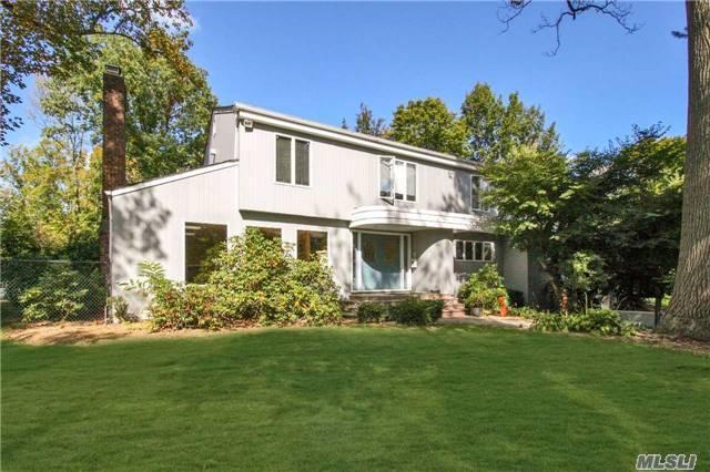 155 Redwood Dr, Roslyn NY 11576