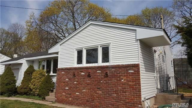 31 Arthur St, Brentwood NY 11717