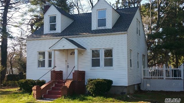 15 Prospect Ave, Brentwood NY 11717