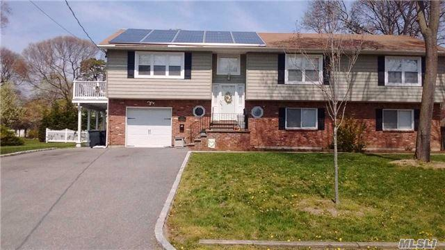 38 Mohawk Dr, Brightwaters NY 11718