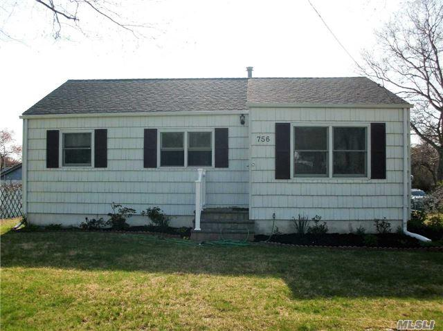 756 Old North Ocean Ave, Patchogue NY 11772