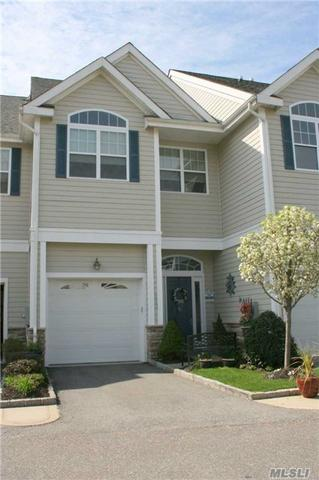 110 Jackie Ct, Patchogue NY 11772