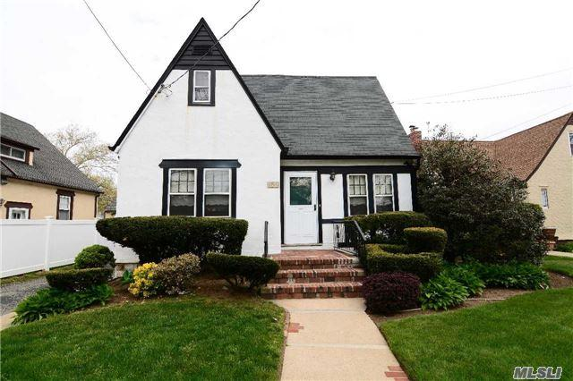 196 Lakeview Ave, Malverne, NY