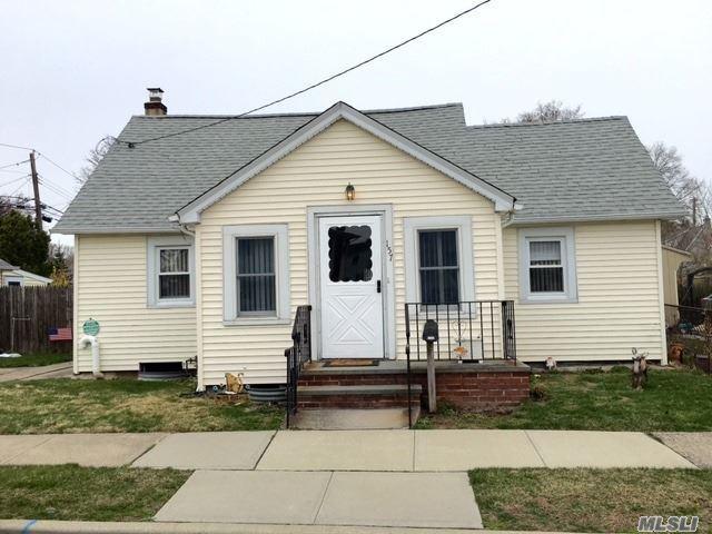 157 Myers Ave, Hicksville NY 11801
