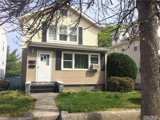 13 Flower Hill Pl, Port Washington, NY 11050