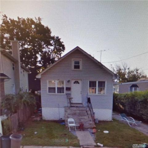 1067 Harrison St, Uniondale, NY