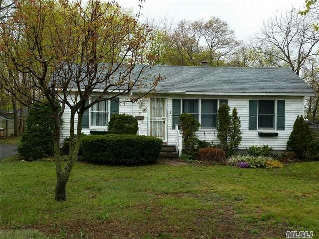 36 Conklin Ave, Patchogue NY 11772