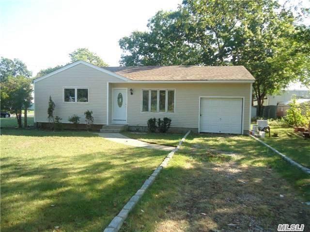 31 Gibbs Rd, Central Islip NY 11722