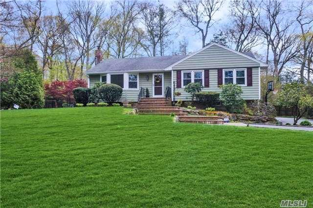 2 Meadowlark Ln, Huntington, NY