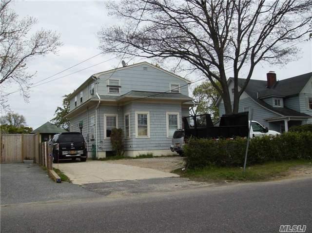 33 N Montgomery Ave, Bay Shore NY 11706