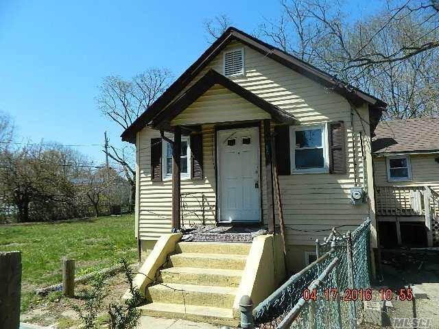 60 2nd St, Brentwood NY 11717