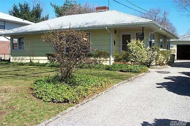 12 Madison Pl, Roslyn Heights NY 11577