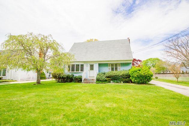 38 Roe Ave, Patchogue NY 11772