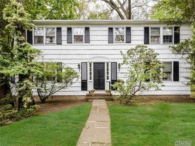 2 The Lindens, Roslyn NY 11576