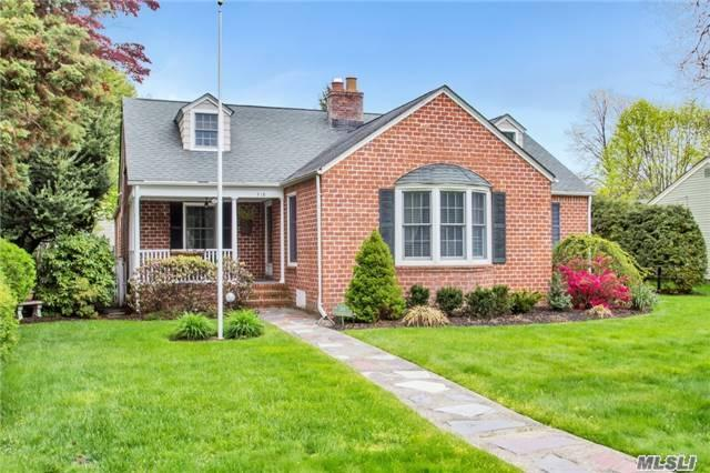 318 E Lakeview Ave, Brightwaters NY 11718