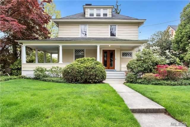 158 Willow St, Roslyn Heights NY 11577