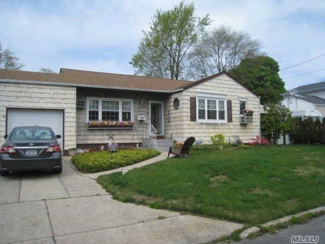 57 Morton St, Brentwood NY 11717