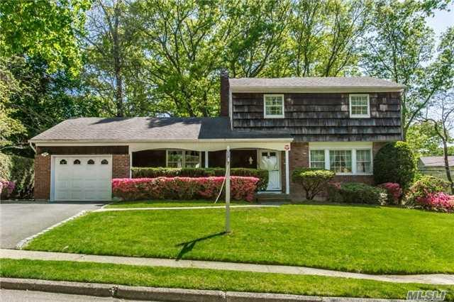 20 Lenmore Dr, Old Bethpage, NY