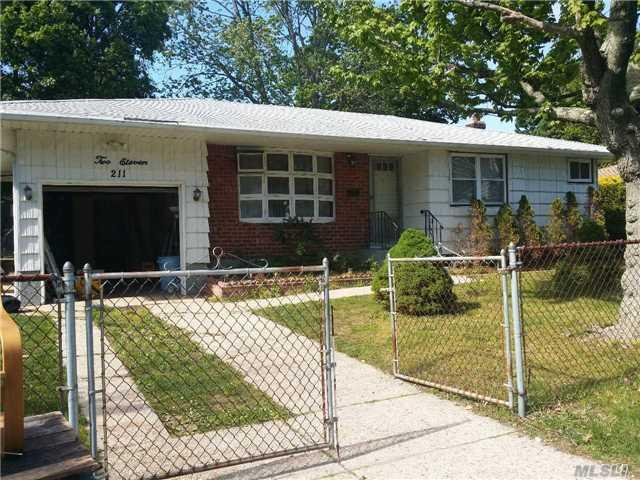 211 Sherman St, Brentwood NY 11717