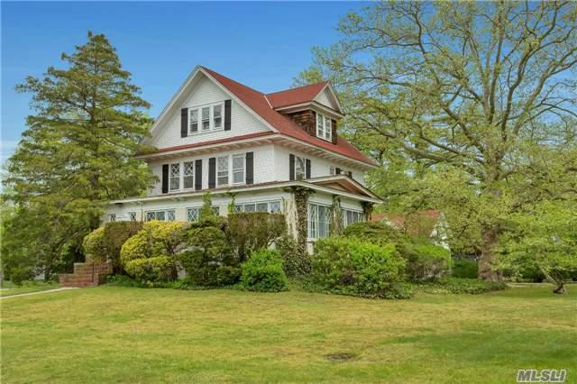 334 Plymouth Ave, Brightwaters NY 11718