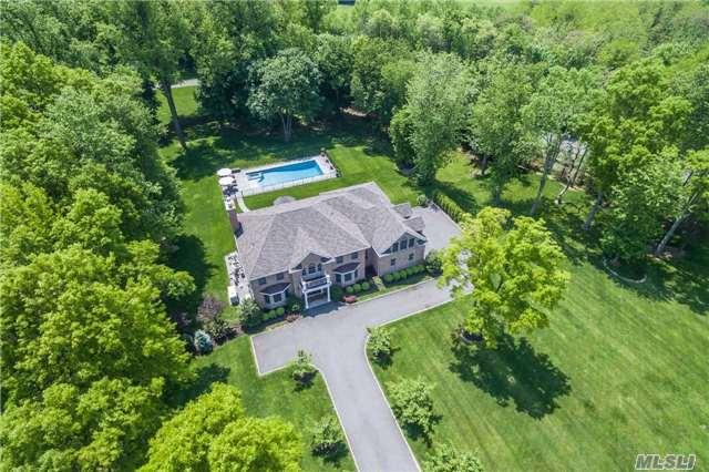 1 Chestnut Ct Old Westbury, NY 11568