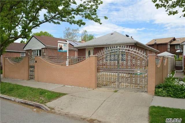 172-15 73 Ave, Fresh Meadows NY 11366