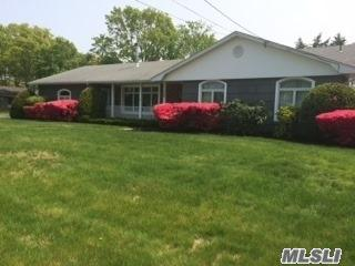359 Phyllis Dr, Patchogue NY 11772