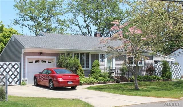 47 Hewes St Brentwood, NY 11717