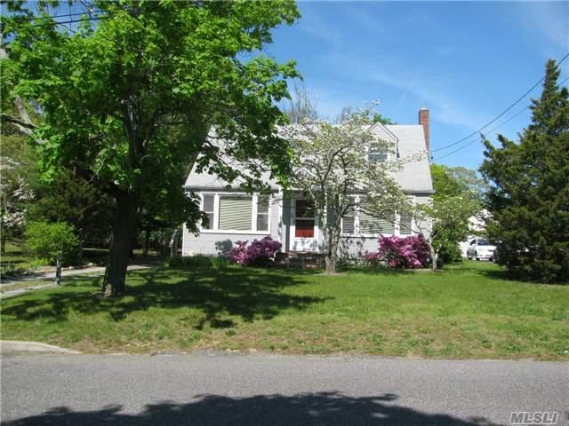 432 Fishel Ave Ext Riverhead, NY 11901