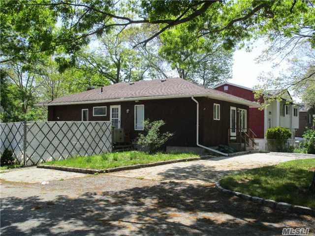 100 Harper St, Patchogue NY 11772
