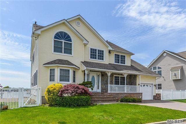 3948 Beacon Rd, Seaford, NY