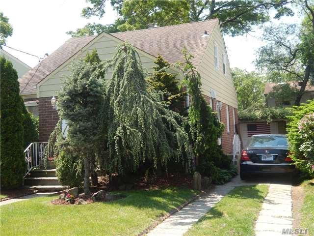 162 W Marshall St, Hempstead, NY