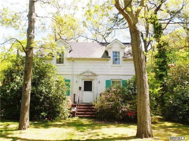488 Peters Blvd, Brightwaters NY 11718