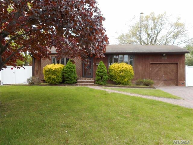 150 Whitetail Ln, Central Islip, NY 11722