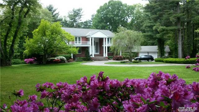 14 Pheasant Hill Ln, Glen Head, NY