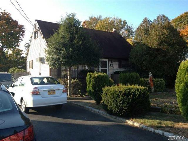 34 E Adams St, East Islip, NY 11730