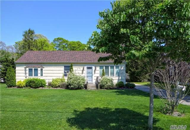 87 Country Club Rd, Bellport, NY