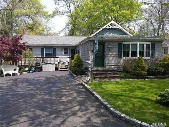 9 Rose St, Patchogue NY 11772