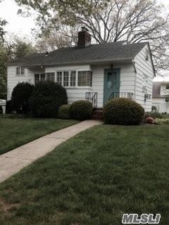 348 N 4th St, Lindenhurst, NY