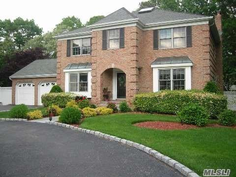 128 Jackie Ct Patchogue, NY 11772