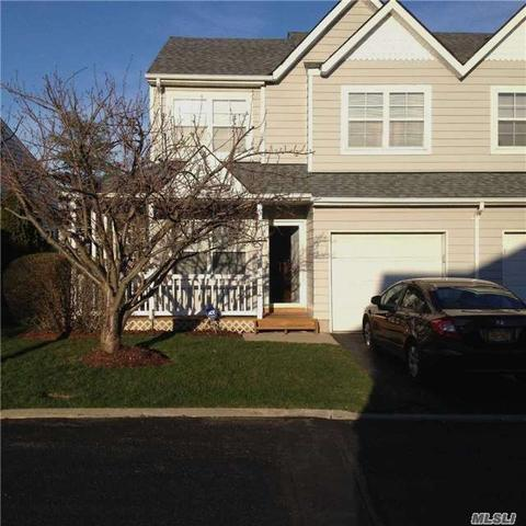 54 Pleasantview Dr Central Islip, NY 11722