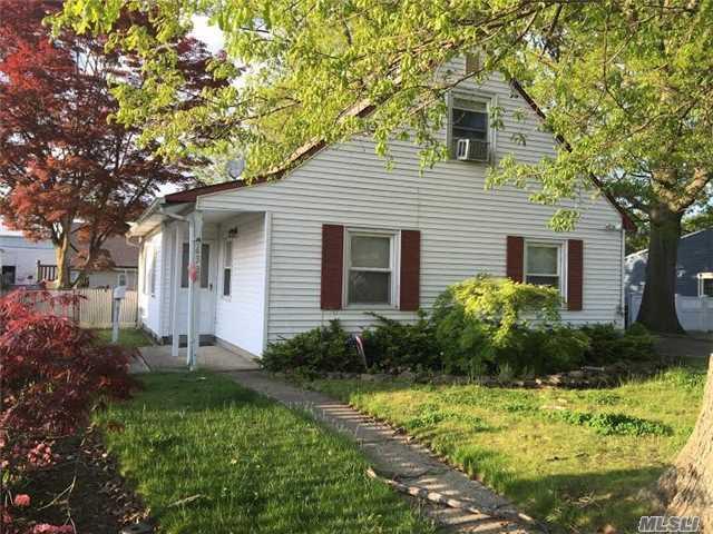 633 Robin Ct, West Hempstead, NY