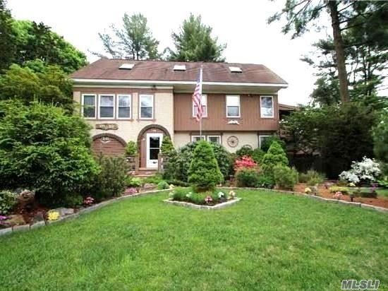 76 Prospect Dr Brentwood, NY 11717
