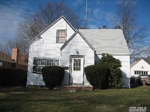 337 Dover St, Westbury, NY