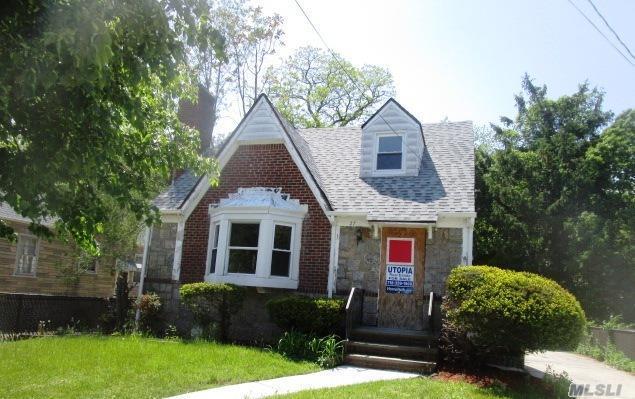 27 Glen Rd, West Hempstead, NY