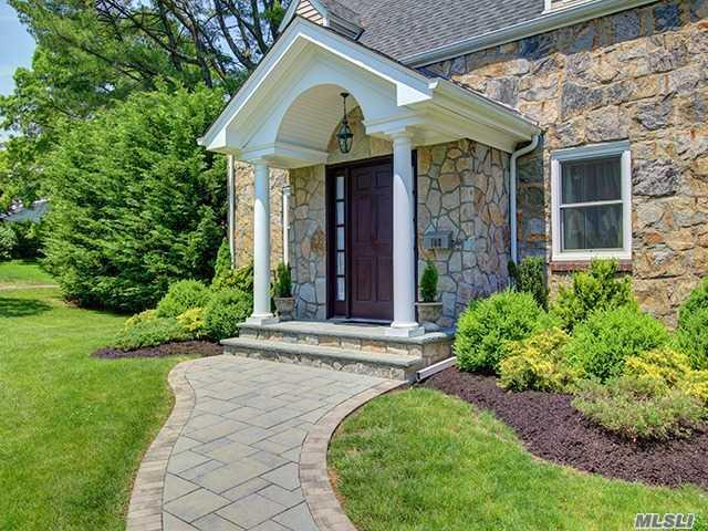 108 Circle Dr, Roslyn Heights NY 11577