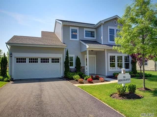 64 Pondview Cir, Shirley, NY 11967