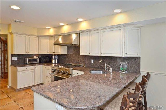 10 Christa Ct, Huntington, NY