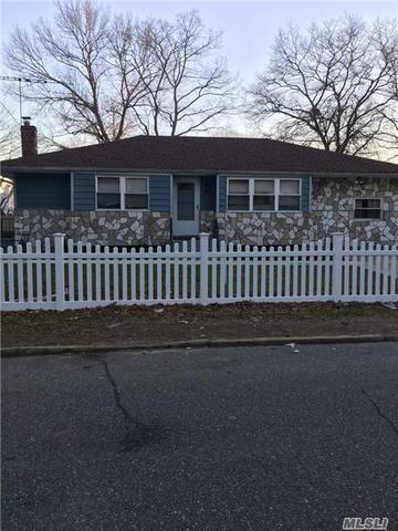 54 Lantern St, Huntington, NY 11743