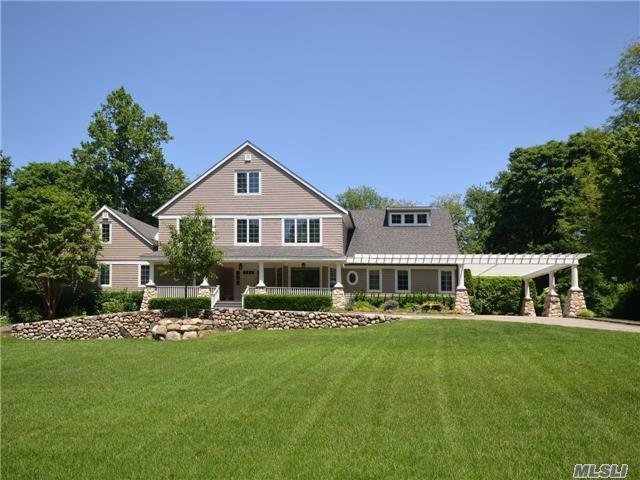 20 Round Hill Ln, Sands Point, NY 11050